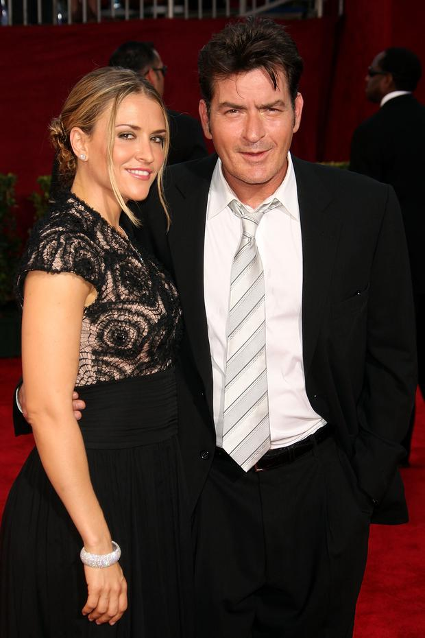 Actor Charlie Sheen (R) and wife Brooke Mueller arrive at the 61st Primetime Emmy Awards held at the Nokia Theatre on September 20, 2009 in Los Angeles, California. (Photo by Jason Merritt/Getty Images)