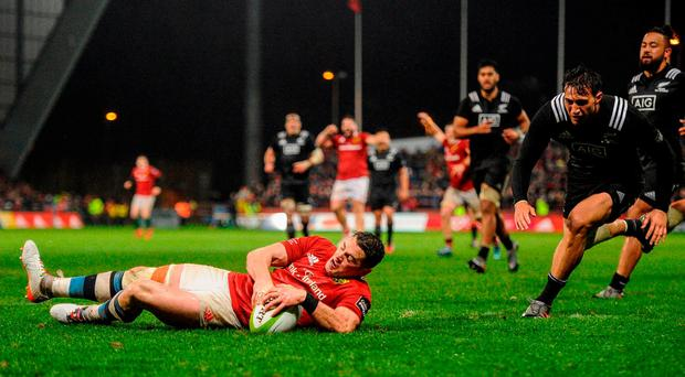 Ronan O'Mahony of Munster scores his side's fourth try during the match between Munster and the New Zealand Maori All Blacks at Thomond Park. Photo by Diarmuid Greene/Sportsfile