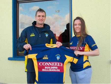Declan Murphy from Brian Conneely & Co presenting U18 girls' captain Erica Connell with the new Ballinasloe jerseys