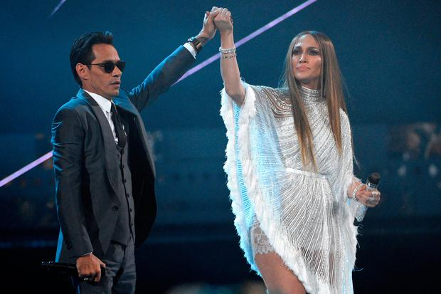Marc Anthony, left, and Jennifer Lopez perform