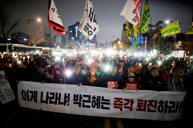 People march toward the Presidential Blue House during a protest calling South Korean President Park Geun-hye to step down in Seoul, South Korea, November 19, 2016. REUTERS/Kim Hong-Ji
