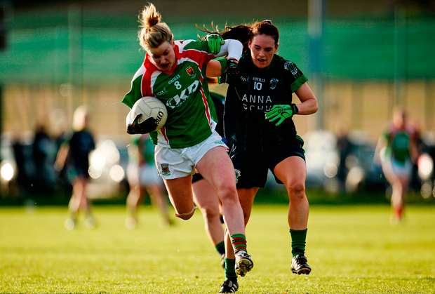 Fiona McHale of Carnacon in action against Emma DcDonagh of Foxrock Cabinteely. Photo by Sam Barnes/Sportsfile