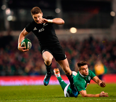 Beauden Barrett of New Zealand escapes the clutches of Conor Murray on his way to scoring his side's second try. Photo: Stephen McCarthy/Sportsfile