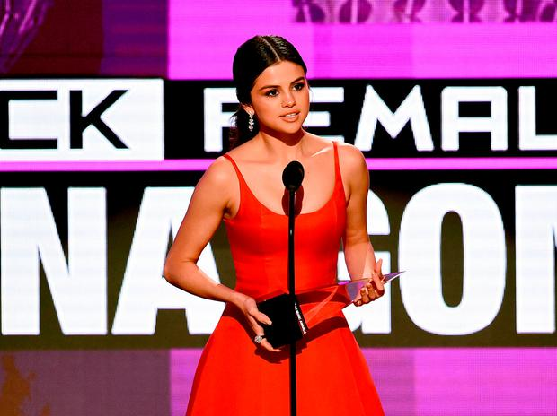 Singer Selena Gomez accepts Favorite Pop/Rock Female Artist onstage during the 2016 American Music Awards at Microsoft Theater on November 20, 2016 in Los Angeles, California. (Photo by Kevin Winter/Getty Images)