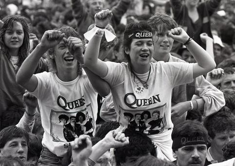 Fans dancing at the Queen concert in Slane Castle. 5/7/86. (Part of the Irish Independent Newspapers/NLI Collection)