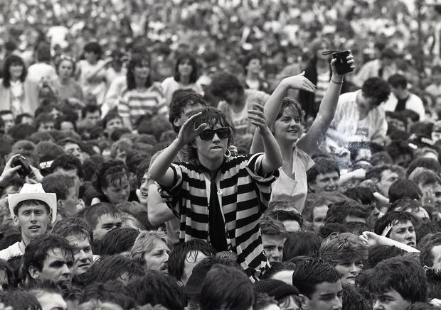 Fans dancing at the Queen concert in Slane Castle. (Part of the Irish Independent Newspapers/NLI Collection)