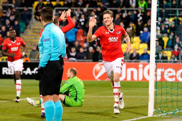 AZ Alkmaar's Dutch striker Wout Weghorst (R) celebrates scoring the winning goal. Photo: Getty Images