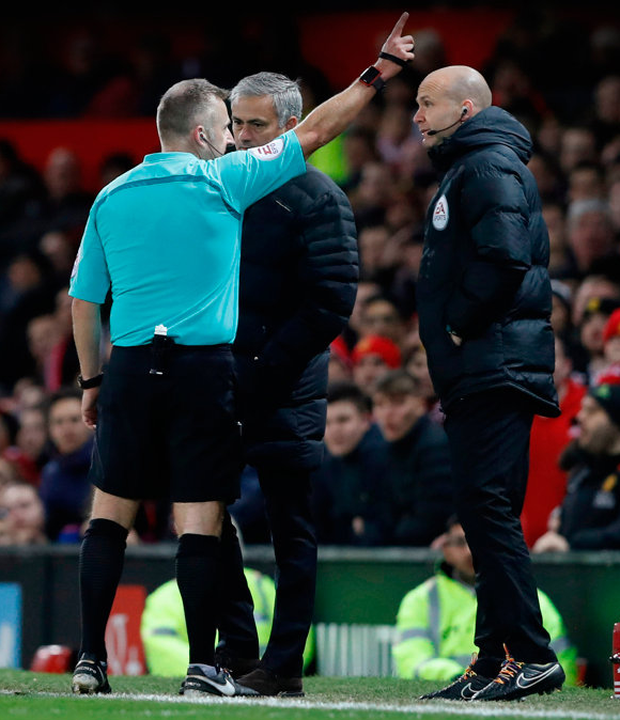 Manchester United manager Jose Mourinho is sent to the stands by referee Jonathan Moss Photo: Reuters / Carl Recine