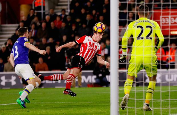 Pierre-Emile Hojbjerg heads at goal. Photo: Reuters
