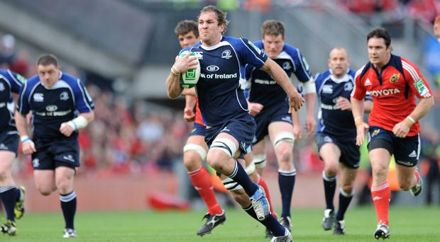 Rocky Elsom sprints away from the Munster defence during the 2009 Heineken Cup semi-final at Croke Park