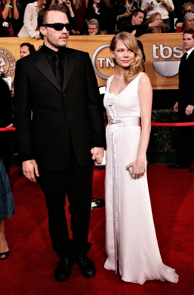 Actors Heath Ledger and Michelle Williams arrive at the 12th Annual Screen Actors Guild Awards held at the Shrine Auditorium on January 29, 2006 in Los Angeles, California. (Photo by Vince Bucci/Getty Images)