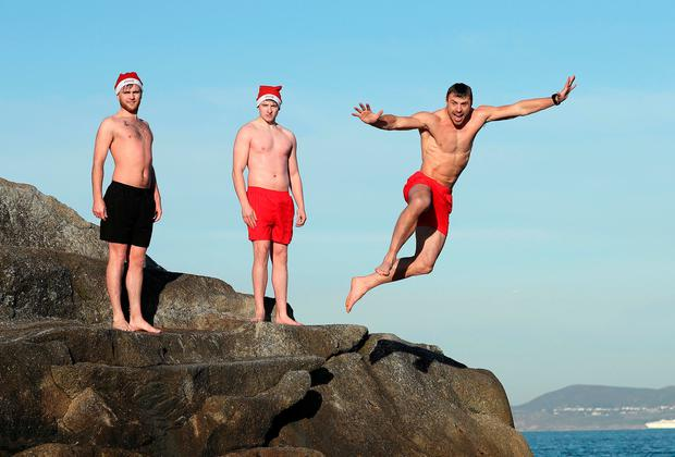 Ireland and Ulster player Tommy Bowe was pictured at the 40 foot in Dun Laoghaire today to launch the 2016 Coca-Cola Designated Driver campaign. Joining him was Jonathan Byrne (black shorts) and Ronan Bell (red shirts).