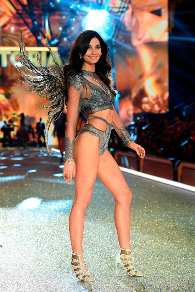 Lily Aldridge walks the runway during the 2016 Victoria's Secret Fashion Show on November 30, 2016 in Paris, France. (Photo by Dimitrios Kambouris/Getty Images for Victoria's Secret)