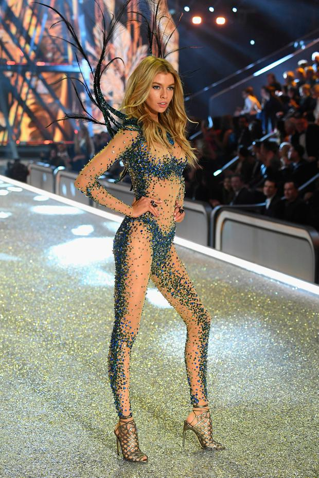 6190092d382 Stella Maxwell walks the runway at the Victoria s Secret Fashion Show on November  30