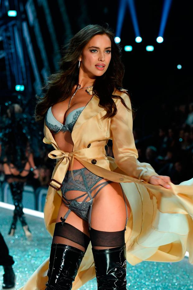 Irina Shayk walks the runway during the 2016 Victoria's Secret Fashion Show on November 30, 2016 in Paris, France. (Photo by Dimitrios Kambouris/Getty Images for Victoria's Secret)