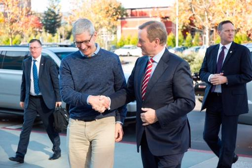 TAOISEACH Enda Kenny has met Apple boss Tim Cook at the tech giant's California headquarters.