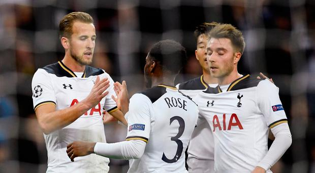 Tottenham's Harry Kane celebrates scoring their second goal with Danny Rose (C) and Christian Eriksen (R) Reuters / Dylan Martinez