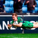 Kieran Marmion of Connacht dives over to score his side's first try during the European Rugby Champions Cup Pool 2 Round 3 match between Wasps and Connacht at the Ricoh Arena in Coventry, England. Photo by Stephen McCarthy/Sportsfile