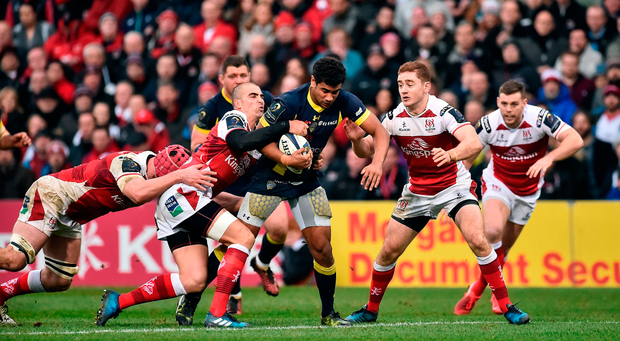 Wesley Fofana of ASM Clermont Auvergne is tackled by Ruan Pienaar of Ulster. Photo by Oliver McVeigh/Sportsfile
