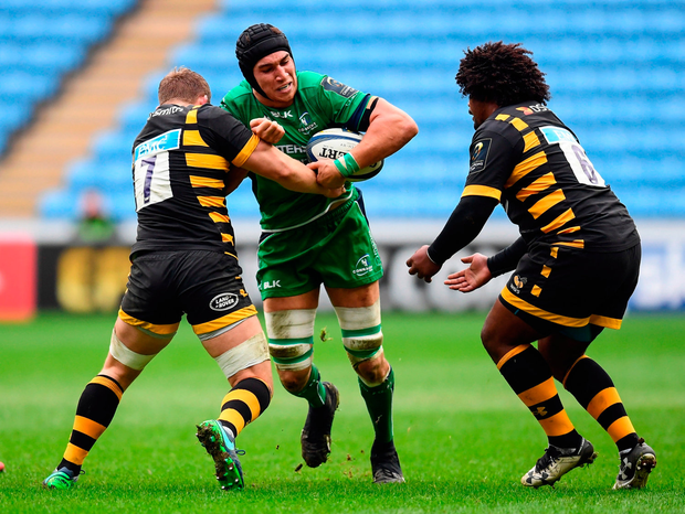 Ultan Dillane of Connacht is tackled by Thomas Young of Wasps. Photo by Stephen McCarthy/Sportsfile