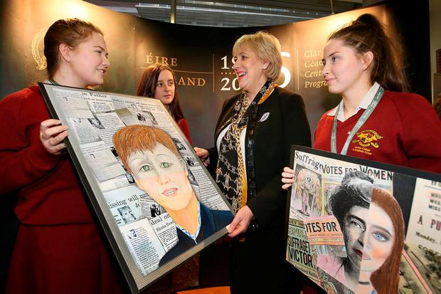 Arts Minister Heather Humphreys with Loreto College, St Stephen's Green, Transition Year students, Aine Baldrey, Aine Kennedy, and Aoife O'Connor at the National Library of Ireland. Photo: Frank McGrath
