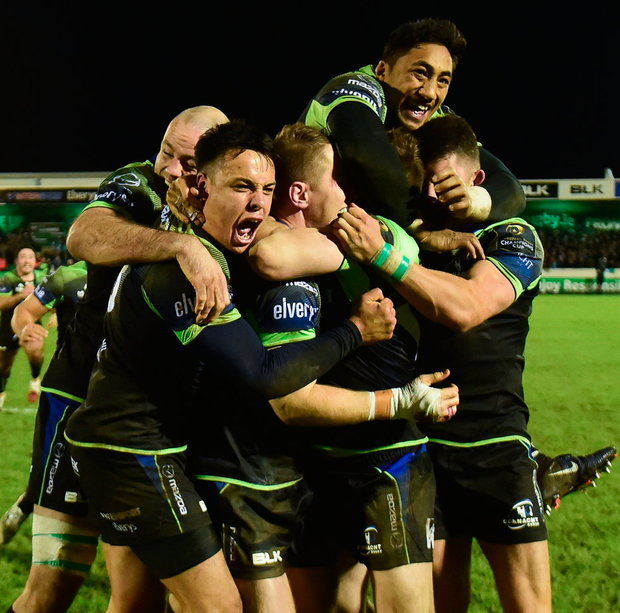 Connacht players celebrate Jack Carty's match-winning conversion. Photo: Matt Browne/Sportsfile