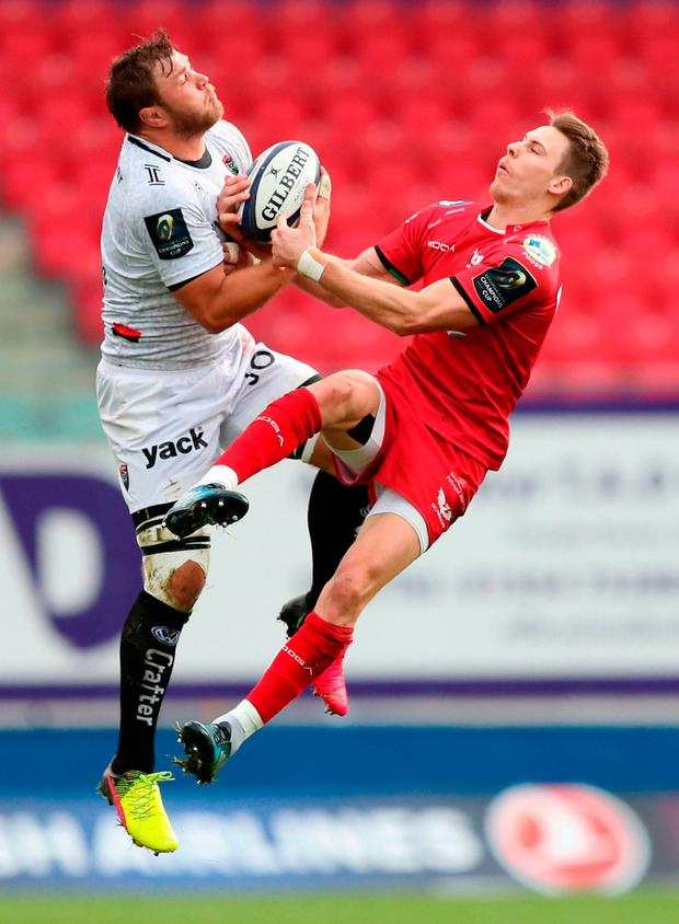 Scarlets' Liam Williams (right) and RC Toulon's Duane Vermeulen battle for the ball. Photo: Andrew Matthews/PA