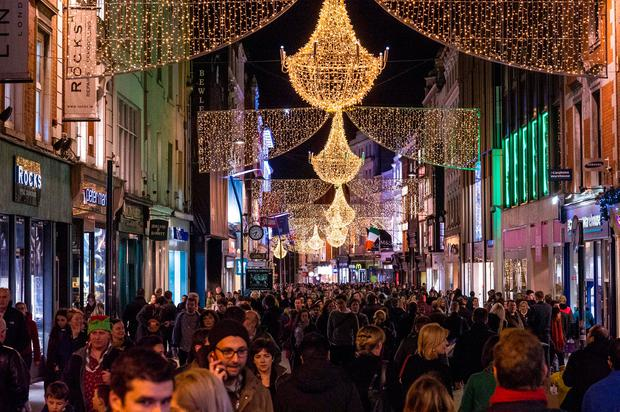 Christmas Shoppers on Grafton St. Photo: Doug O'Connor