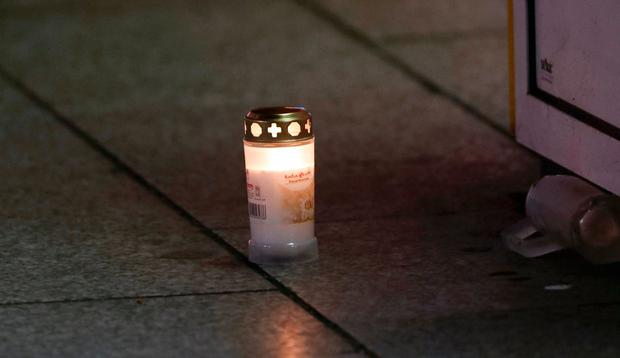 A candle placed at the site of an accident at a Christmas market on Breitscheidplatz square. REUTERS/Fabrizio Bensch