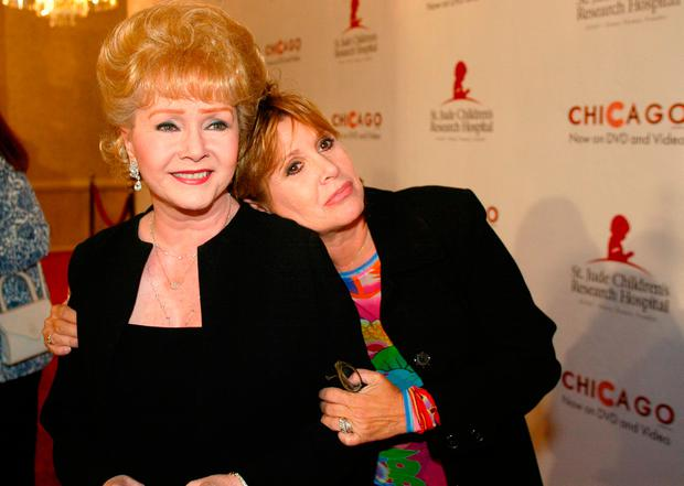 Carrie Fisher with mother Debbie Reynolds. (AP Photo/Jill Connelly, File)