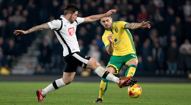 Derby, ENGLAND- November 26: Robbie Brady of Norwich City and Jacob Butterfield of Derby County in action during the Sky Bet Championship match between Derby County and Norwich City at iPro Stadium on November 26, 2016 in Derby, England. (Photo by Nathan Stirk/Getty Images)