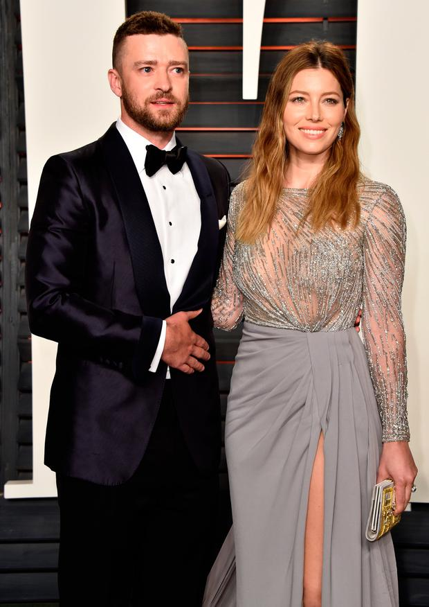 Recording artist/actor Justin Timberlake (L) and actress Jessica Biel attend the 2016 Vanity Fair Oscar Party Hosted By Graydon Carter at the Wallis Annenberg Center for the Performing Arts on February 28, 2016 in Beverly Hills, California. (Photo by Pascal Le Segretain/Getty Images)