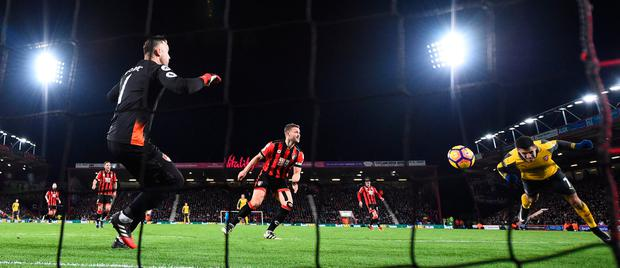 Alexis Sanchez scores the first goal during Arsenal's comeback to draw 3-3 with Bournemouth. Photo: Reuters