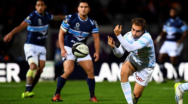 Racing 92's Irish James Hart (R) passes the ball during the French Top 14 rugby union match between Racing 92 and Montpellier at the Yves du Manoir stadium in Colombes on November 5, 2016. / AFP / FRANCK FIFE (Photo credit should read FRANCK FIFE/AFP/Getty Images)