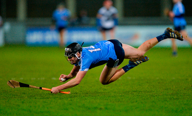 Dónal Burke of Dublin keeps possession while losing his balance. Photo by Piaras Ó Mídheach/Sportsfile