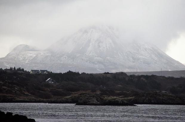 Snow storm over Errigal - and off Donegal coast at Annagry (Photo: Dónal Ó Searcaigh)