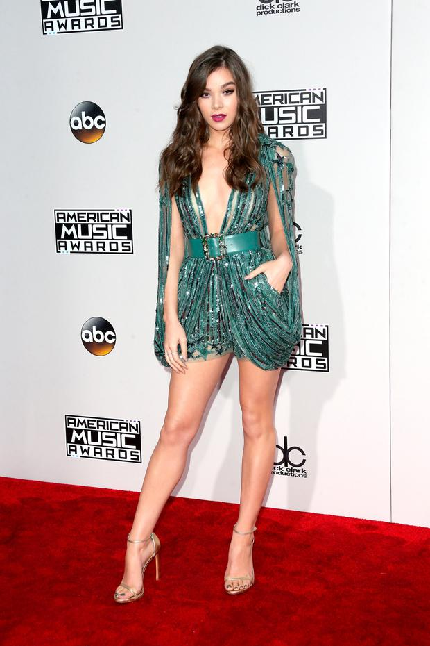 Actress Hailee Steinfeld attends the 2016 American Music Awards
