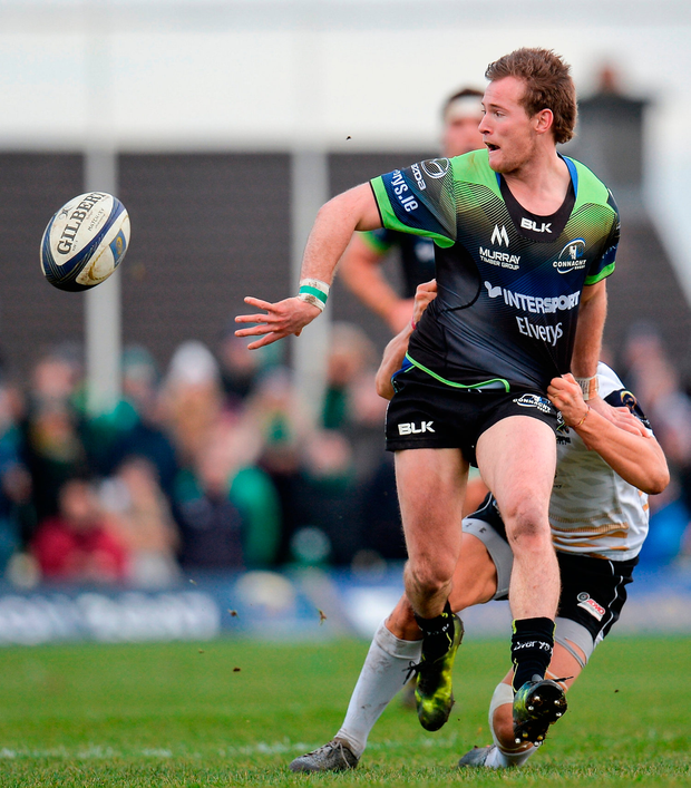 Kieran Marmion of Connacht is tackled by Marcello Violi of Zebre. Photo by Seb Daly/Sportsfile