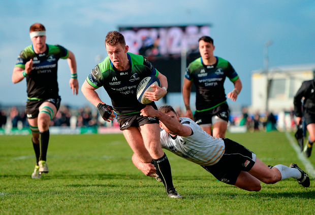 Matt Healy of Connacht on his way to scoring his side's sixth try. Photo by Seb Daly/Sportsfile