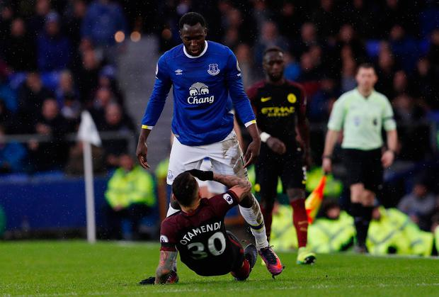 Everton's Romelu Lukaku clashes with Manchester City's Nicolas Otamendi. Photo: Reuters / Lee Smith