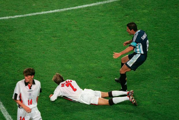David Beckham kicks Diego Simeone during the World Cup on June 30, 1998 – the same day that yesterday's Everton's hero Tom Davies was born. Photo by Mark Leech/Getty Images