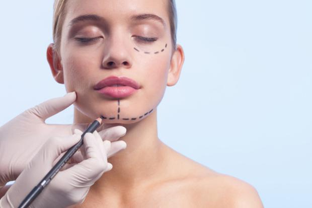 The biggest cosmetic surgery trend of 2017 is not what you'd expect. Image: Getty