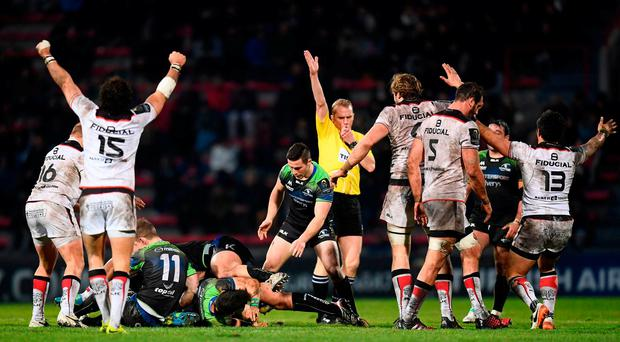 Referee Wayne Barnes awards a turnover of possession to Toulouse during the final Connacht attack of the European Rugby Champions Cup Pool 2 Round 6 match between Toulouse and Connacht at Stade Ernest Wallon in Toulouse, France. Photo by Stephen McCarthy/Sportsfile