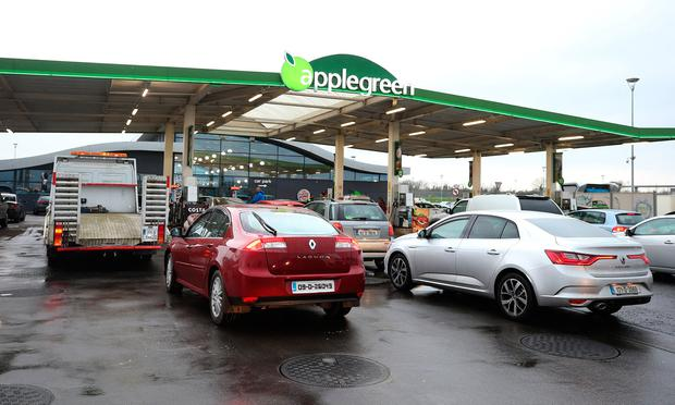 People queue for fuel at the Lusk Applegreen station that sold the winning 88.5m ticket in the Euromillions draw, they have reduced their petrol and diesel prices to 88.5 cent. Picture credit; Damien Eagers 27/1/2017