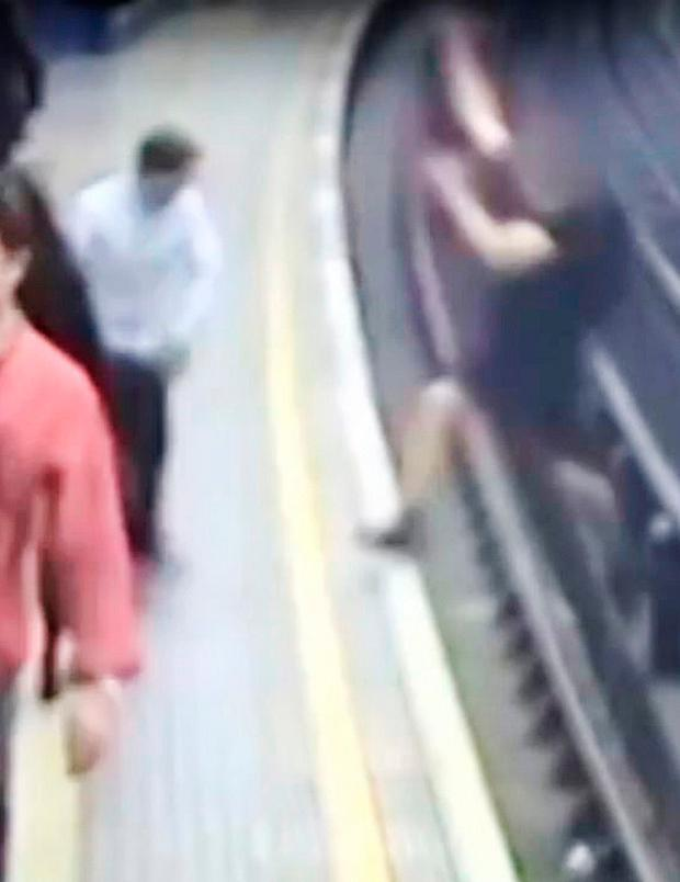 Handout CCTV dated 09/06/16 issued by British Transport Police of Chris Cole pushing David Pietraskzek at Bond Street Station in London Credit: British Transport Police/PA Wire