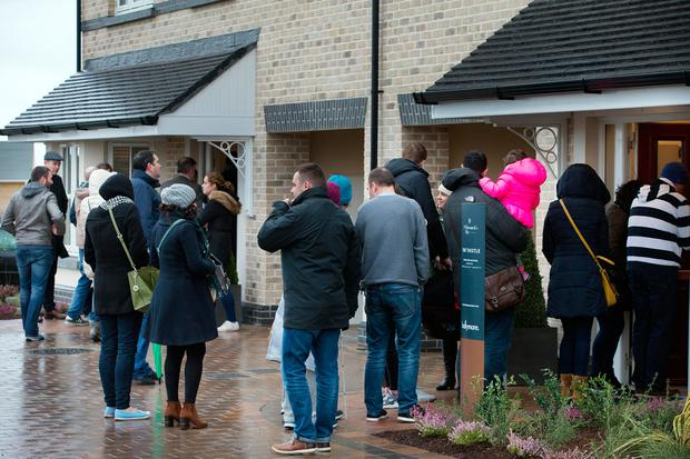 SLEEPOVER: Househunters queue in the bitter cold to view new homes at St Marnock's Bay, Portmarnock, Co Dublin Photo: Tony Gavin