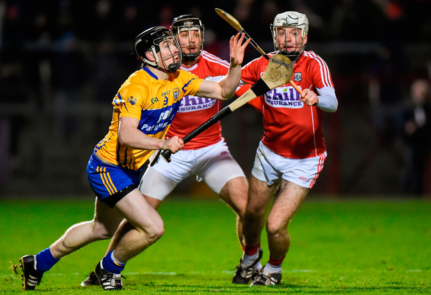 Tony Kelly of Clare in action against Luke Meade and Christopher Joyce of Cork. Photo by Matt Browne/Sportsfile
