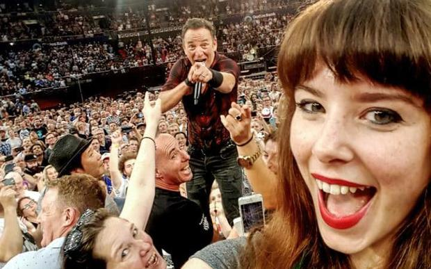 Jessica Victoria Bloom grabs a selfie with Bruce Springsteen Credit: Jessica Victoria Bloom/Geoff Robinson Photography