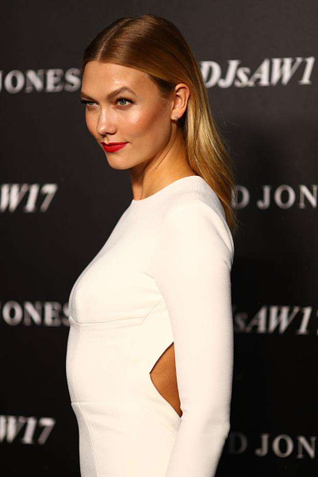 Karlie Kloss arrives ahead of the David Jones Autumn Winter 2017 Collections Launch at St Mary's Cathedral Precinct on February 1, 2017 in Sydney, Australia. (Photo by Ryan Pierse/Getty Images for David Jones)
