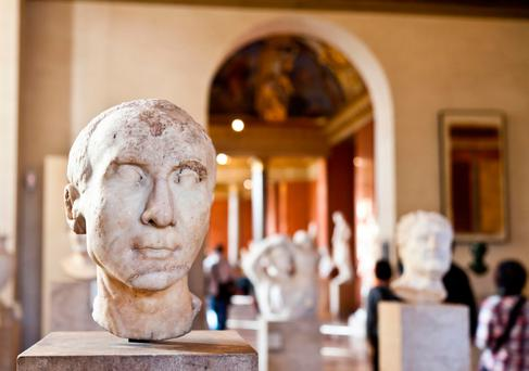 An investigation commissioned by the museum concluded the man kissed a woman and touched her buttocks on a number of occasions in the workplace.